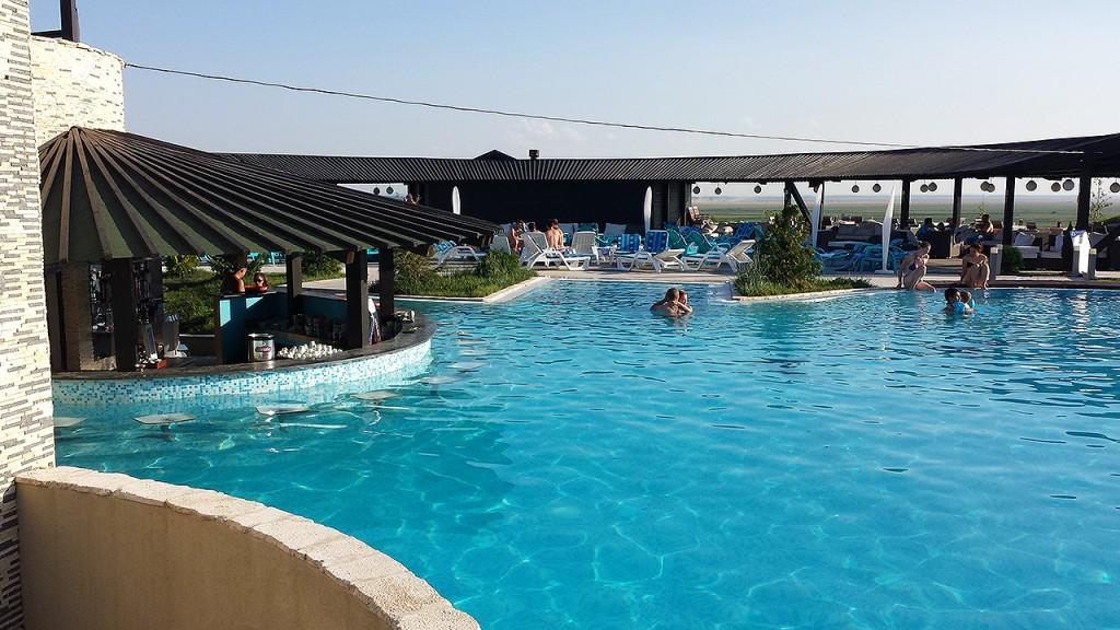 domeniul-greaca-piscina5